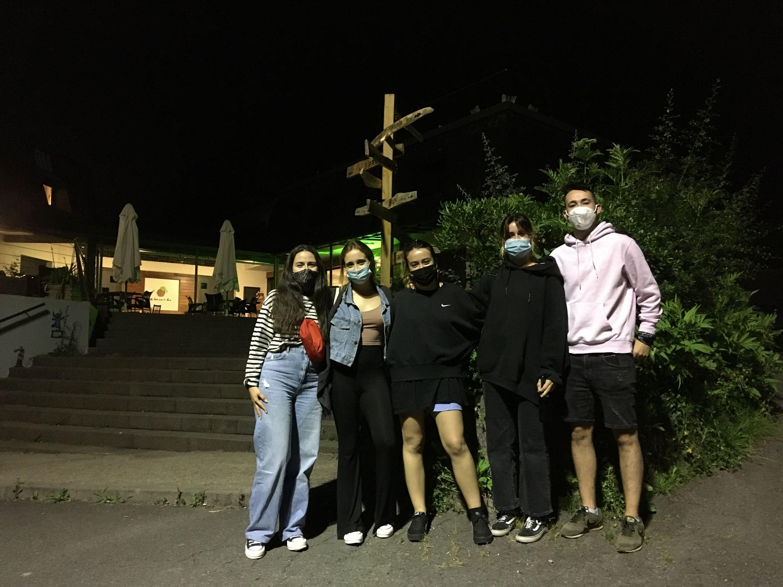 grupo-amigas-hostel-pais-vasco